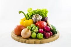 Verse groenten op houten raad Stock Afbeelding
