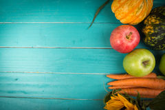 Verse groenten op lijst Stock Fotografie