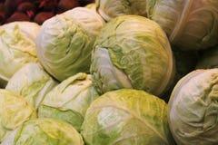 Verse groenten in supermarkt stock foto's