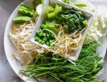 Verse groenten voor rijstvermicelli met kerriesoep Stock Afbeeldingen