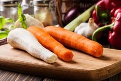 Verse groenten: wortelen en peterselie Stock Afbeeldingen