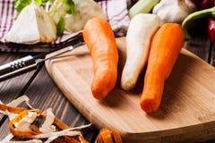 Verse groenten: wortelen en peterselie Stock Foto's