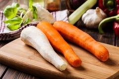 Verse groenten: wortelen en peterselie Royalty-vrije Stock Foto