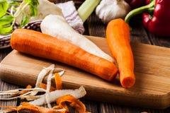 Verse groenten: wortelen en peterselie Stock Foto