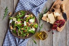 Verse groentesalade met rucola Royalty-vrije Stock Afbeeldingen
