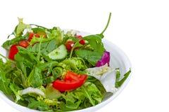 Verse groentesalade in plaat stock fotografie
