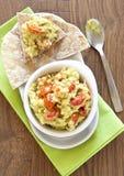 Verse guacamole met tomaten stock foto's