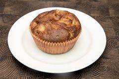 Verse hand - gemaakte muffins op donkere houten achtergrond Royalty-vrije Stock Fotografie