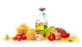 Verse ingrediënten voor Italiaanse deegwaren Stock Foto's