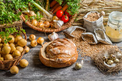 Verse ingrediënten voor rustieke zure soep Stock Afbeelding