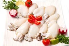 Verse inktvissen met erwten stock fotografie