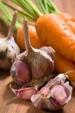Verse knoflook en wortel Royalty-vrije Stock Foto's