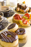 Verse koffie en cake royalty-vrije stock foto