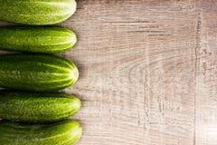 Verse komkommers Stock Afbeeldingen