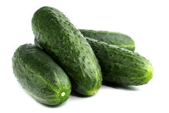 Verse komkommers op wit Stock Afbeelding