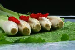 Verse lemongrasses en Spaanse pepers op de groene koolzaadachtergrond Royalty-vrije Stock Afbeeldingen