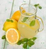 Verse limonade met munt Stock Afbeelding