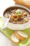 Verse linzesoep met aardappel Stock Foto's