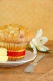 Verse Muffin met Boter Stock Afbeelding