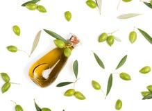 Verse olijven en olijfolie, boven mening Royalty-vrije Stock Afbeelding