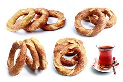 Verse ongezuurde broodjes en thee royalty-vrije stock afbeelding