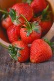 Verse Organische Aardbeien stock foto's
