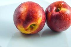 Verse organische geïsoleerde perziken Stock Foto