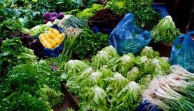 Verse Organische Groenten bij een Markt van de Straat Stock Foto