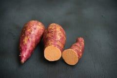 Verse Organische Oranje Bataat royalty-vrije stock foto