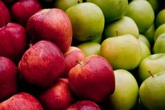 Verse Organische Rode en Groene Appelen Stock Afbeeldingen