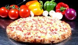 verse oven gebakken piza Stock Afbeeldingen