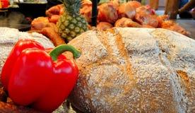 Verse peper met kernachtig brood stock afbeelding