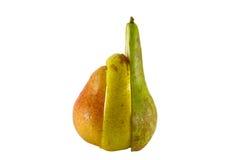 Verse peren die half op whit worden geïsoleerdr Stock Foto