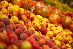 Verse perziken en vruchten Stock Afbeeldingen