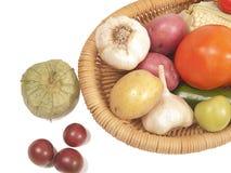 Verse rauwe groenten in mand Royalty-vrije Stock Foto