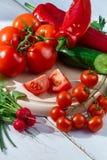 Verse rauwe groentenbasis voor gezonde salades Stock Afbeeldingen