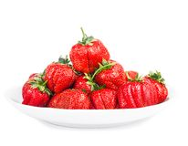 Verse rijpe aardbeien op een witte achtergrond Stock Fotografie