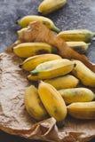 Verse rijpe bananen Stock Afbeeldingen