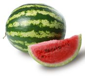 Verse rijpe die watermeloen op witte achtergrond wordt geïsoleerd stock afbeelding