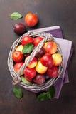 Verse rijpe perziken Stock Afbeeldingen