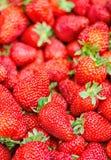 Verse, rijpe, zoete perfecte aardbeien als achtergrond Stock Foto