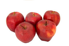 Verse rode appel die op wit wordt geïsoleerd Stock Foto's