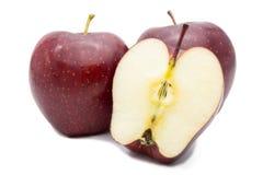 Verse rode appelen die op witte achtergrond worden geïsoleerd? Stock Foto's