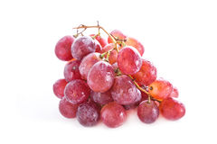 Verse rode die druiven op witte achtergrond worden geïsoleerd Stock Foto's