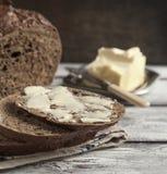 Verse roggebrood en boter Royalty-vrije Stock Fotografie