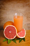Verse roze grapefruit juice Royalty-vrije Stock Foto