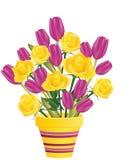Verse rozen en tulpen in bloempot Stock Afbeelding