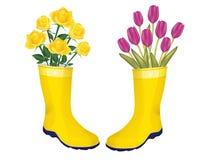 Verse rozen en tulpen in laarzen Royalty-vrije Stock Foto's