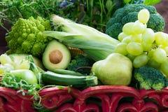 Verse Ruwe Autumn Green Vegetables en Vruchten Stock Afbeeldingen