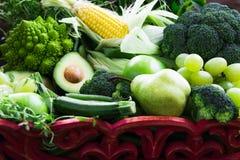 Verse Ruwe Autumn Green Vegetables en Vruchten Stock Foto's